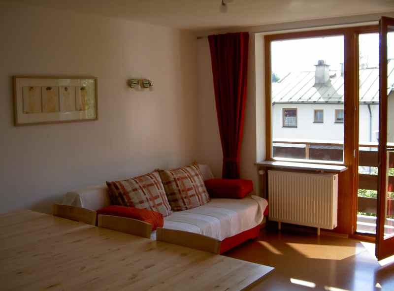 wohn schlafzimmer mit balkon